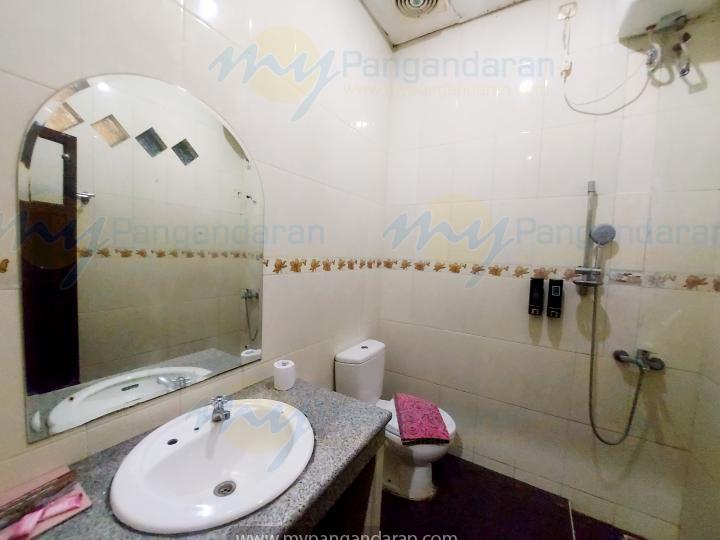 Tampilan Kamar Mandi Superior Room Krisna Beach Hotel Pangandaran